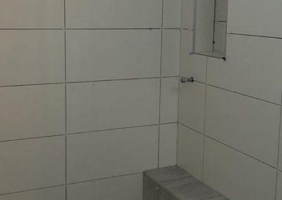 Pose et installation de céramique de salle de bain